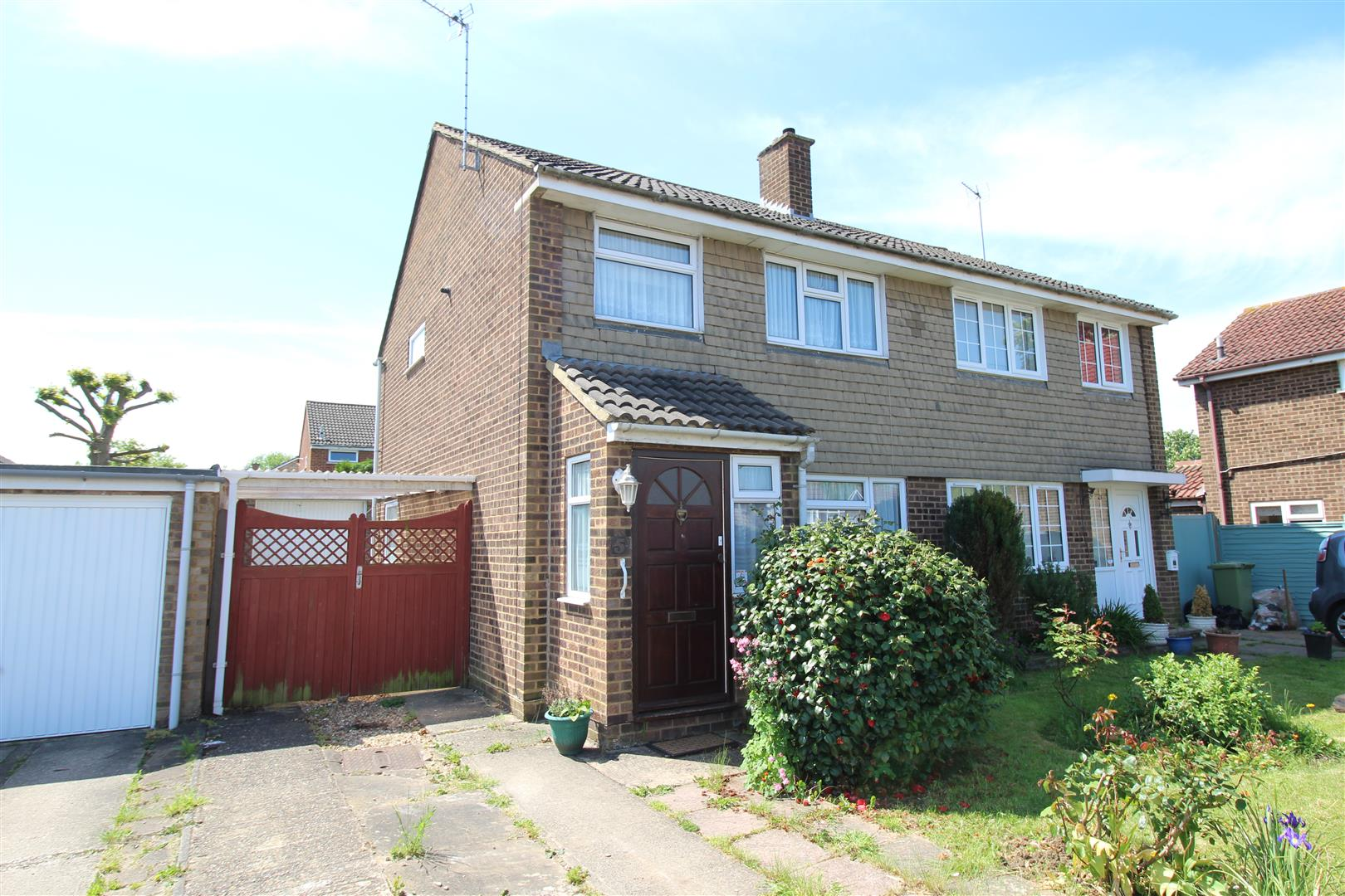 NO ONWARD CHAIN! <br/><br/>This three bedroom, semi-detached home is the ideal family home that is in need of updating. The property is in the desirable location of Bletchley with only a 15 minute walk from Bletchley train station & only a 10 minute walk